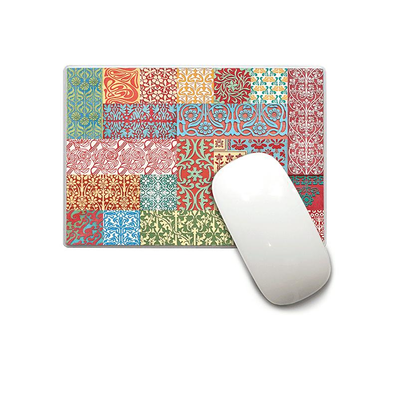 Mousepad. Alfombrilla de ratón, en plástico. Diseño inspirado en las fachas modernistas de Barcelona