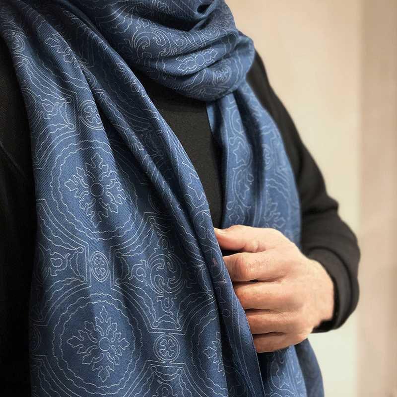 Foulard para hombre de micromodal en azul y gris de la colección Baldosas Modernistas