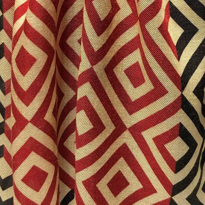 Foulard para hombre de modal rojo, negro y beige de la colección Baldosas Modernistas