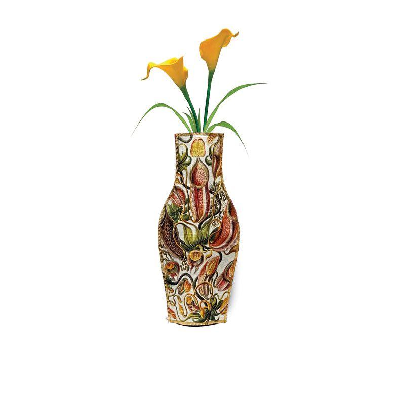 Funda de tela para usar como florero reciclando una pequeña botella
